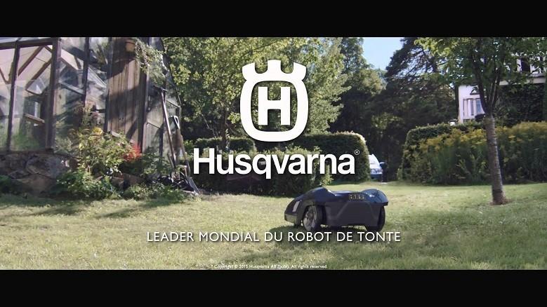 Le robot tondeuse Husqvarna Automower®, tond votre pelouse pendant que vous vous détendez. Ce robot tondeuse travaille la nuit et sous la pluie